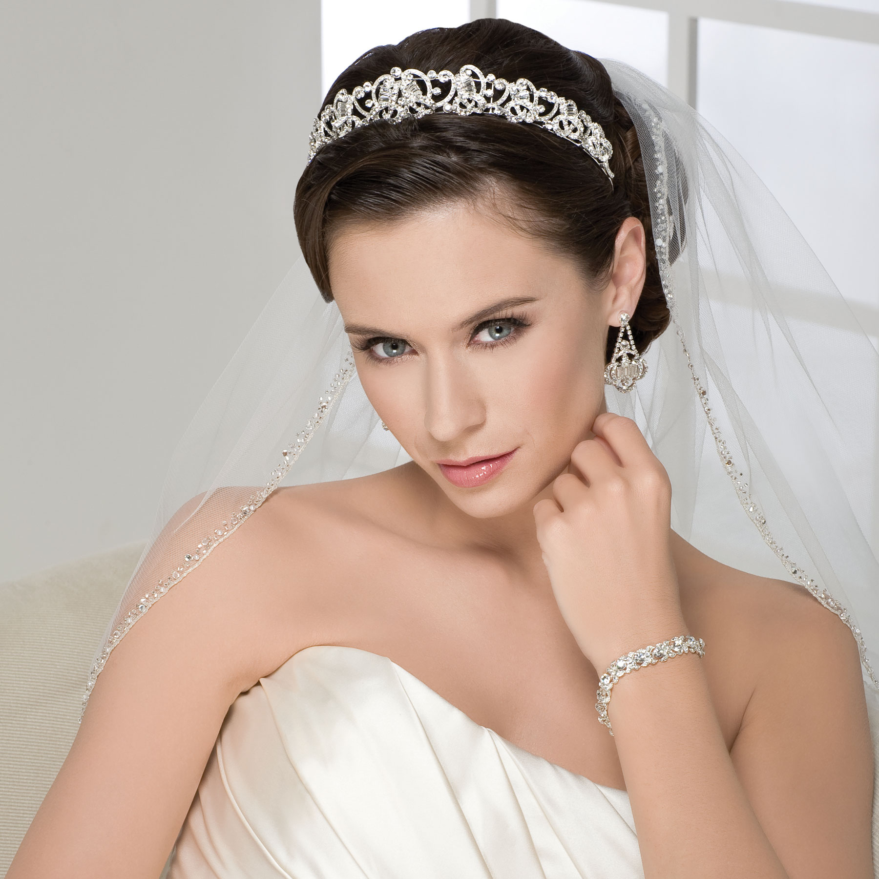 Bridal tiaras and veils - Bel Aire Bridal 6210 Jpg