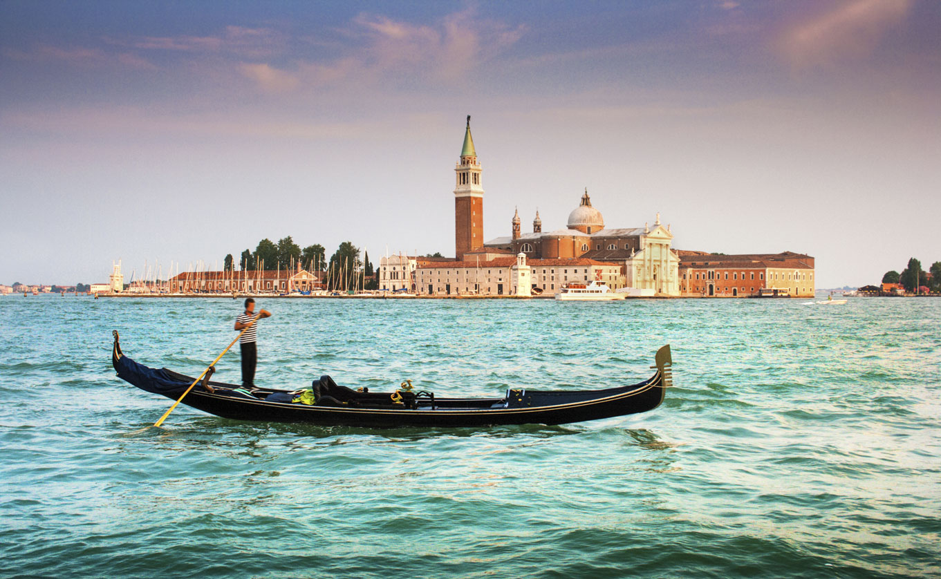 Gondola-with-San-Giorgio-Maggiore-at-sunset,-Venice,-Italy-000052751050_Large.jpg