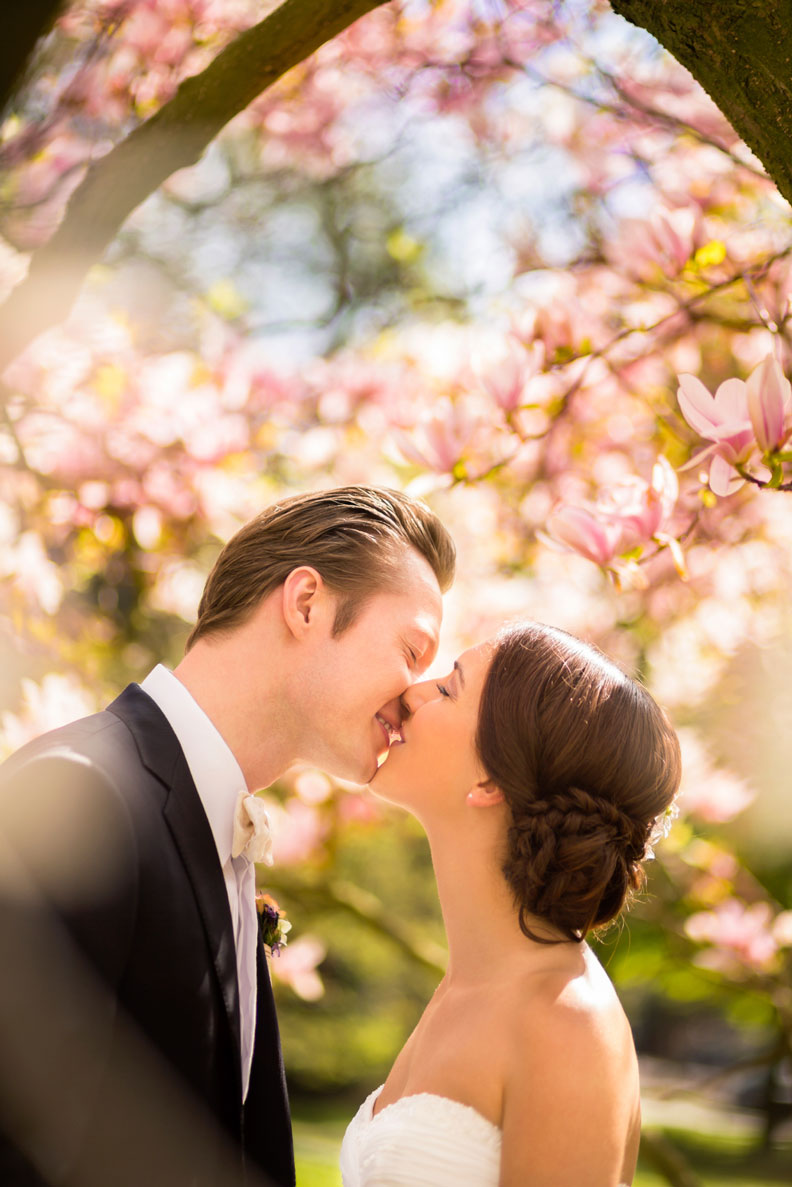 Married-Couple-kissing-under-magnolia-tree-000024503623_Medium
