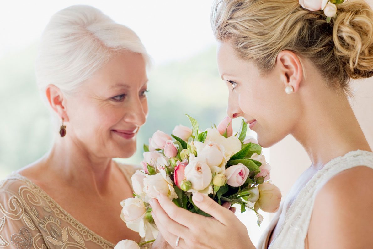 Mother-and-bride-smelling-bouquet-000024381833_Medium