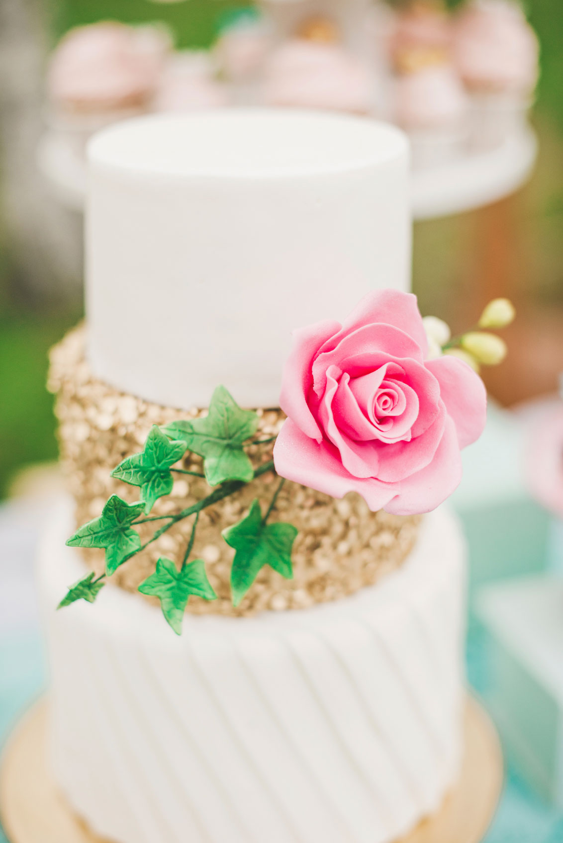 Prettiest-wedding-cake-on-dessert-table-000043015052_Medium
