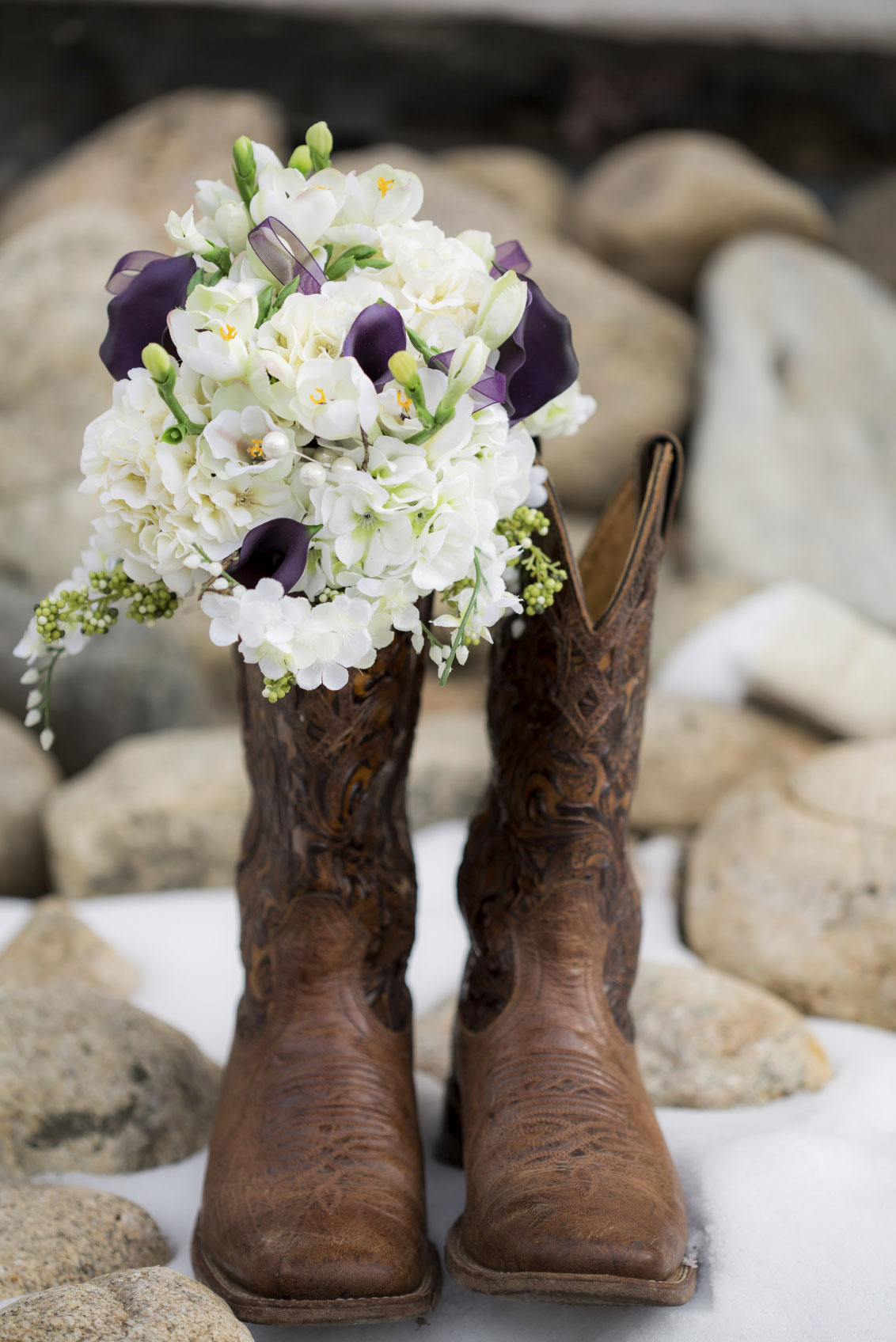 Cowboy-boots-with-flowers-000059532600_Medium.jpg