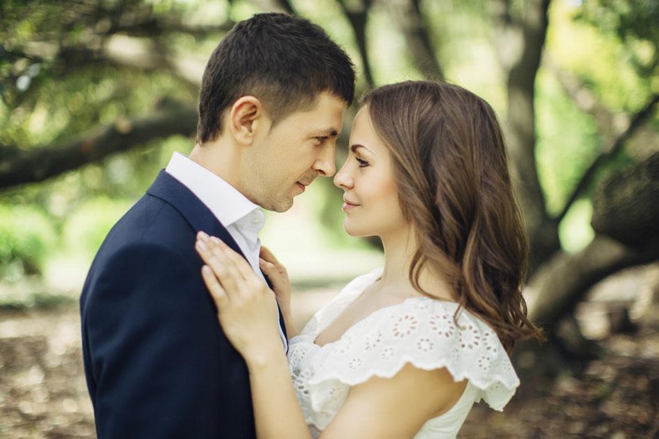 Two-people-in-love-000081639665_Medium