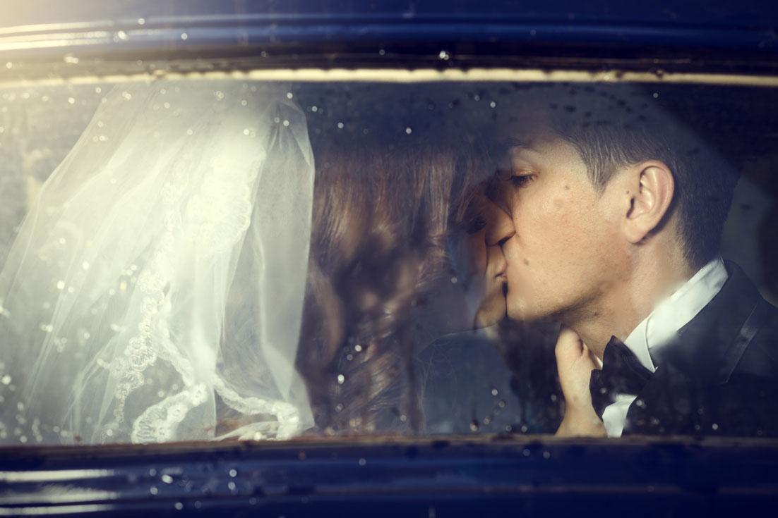retro-grooms-kissing-000034564386_Medium.jpg