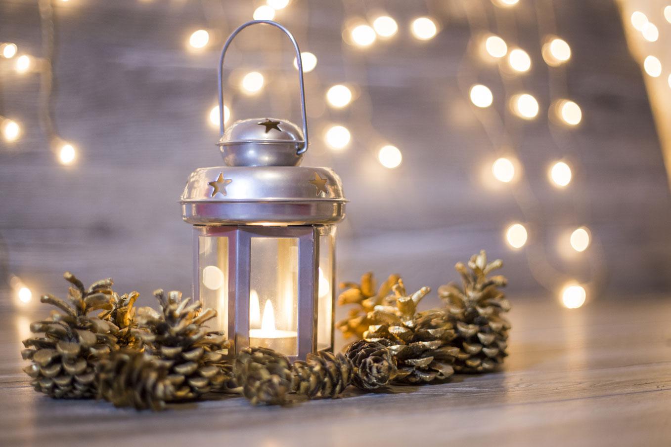 Christmas-lantern-000079205909_Medium.jpg