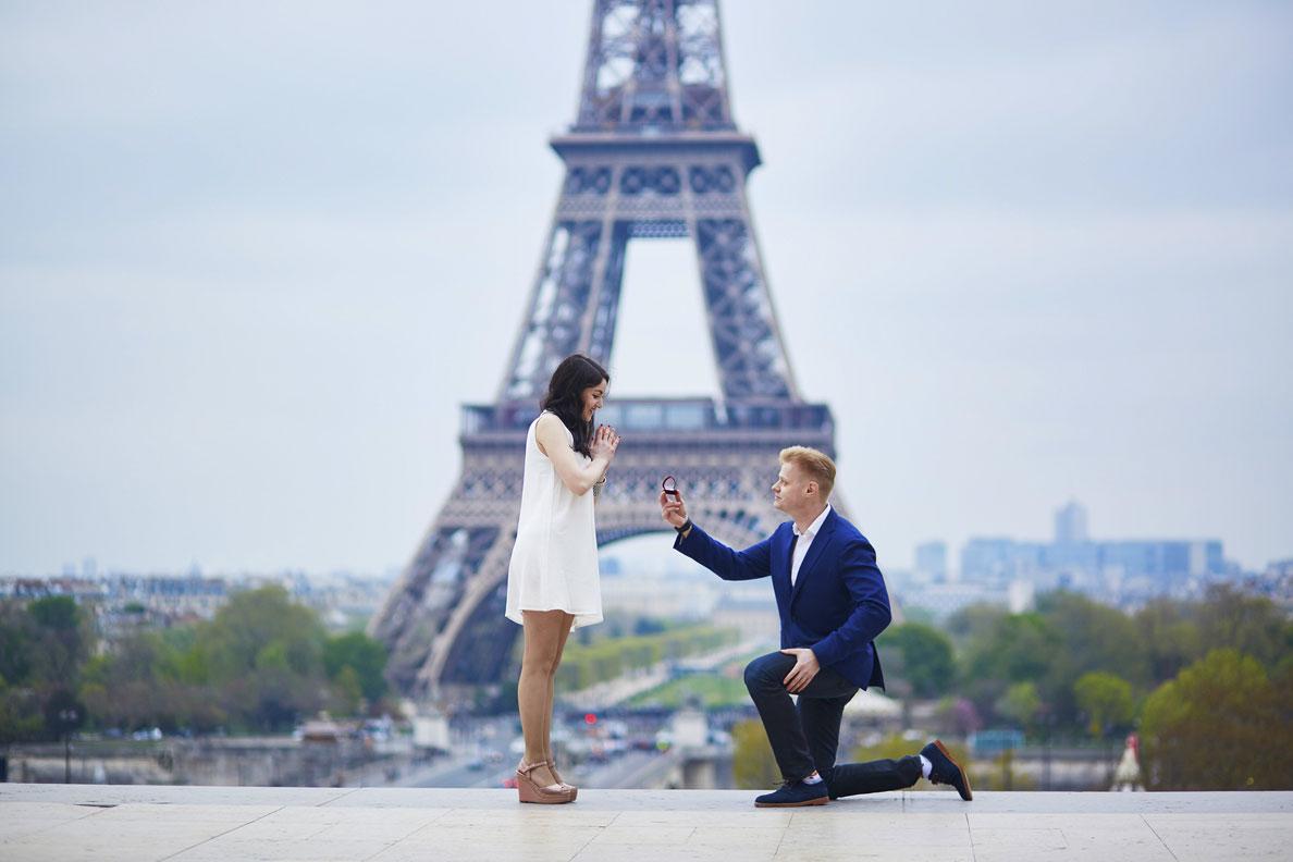 Romantic-engagement-in-Paris-000096057553_Medium.jpg