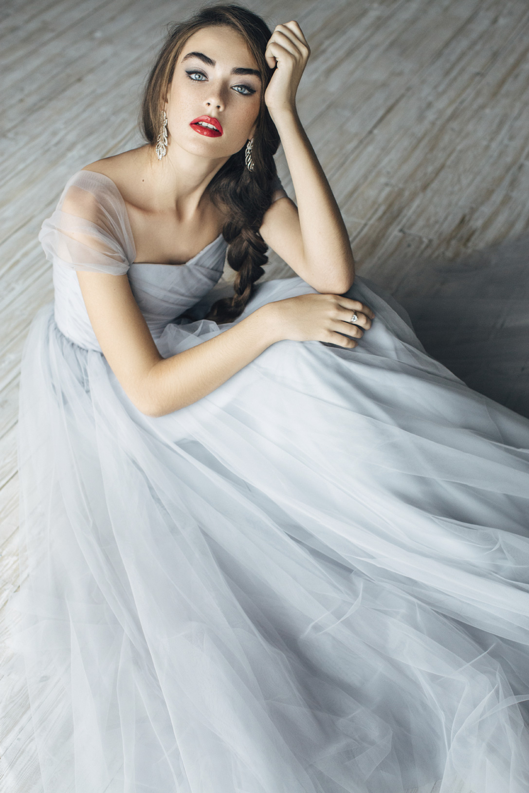 Studio-shot-of-young-beautiful-bride-000086238227_Large.jpg