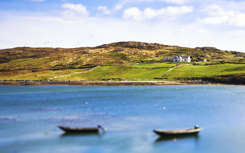 Beautiful-Seascape-in-Ireland,-Connemara-000020210683_Large.jpg