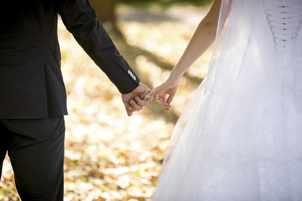 young-bride-and-groom-holding-hands-at-park-000070444493_Medium.jpg